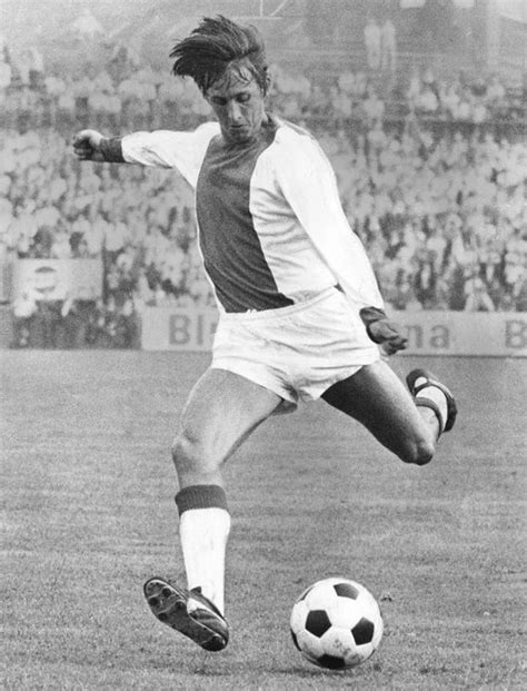 Ajax and Barcelona legend Johan Cruyff diagnosed with lung