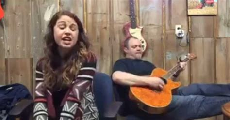 """Dad And Daughter Perform """"Jolene"""" By Dolly Parton"""