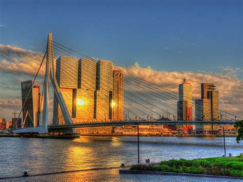 Walking and cycling routes in Rotterdam - easyHotel
